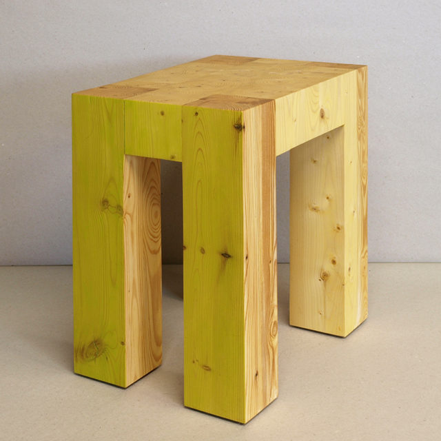 2x4xStool  (25 x 39.5 x 32.5 cm)